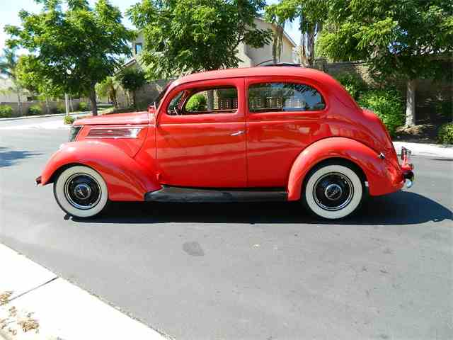 1937 Ford Model 78 Tudor Humpback