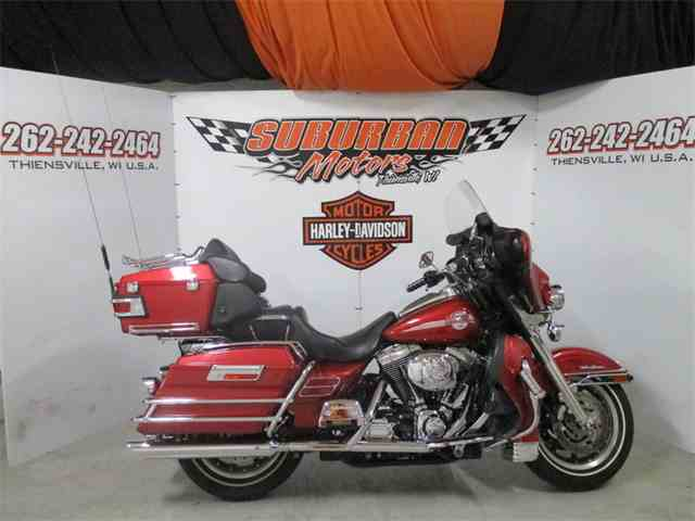 2005 Harley-Davidson® FLHTC-UI | 1000229