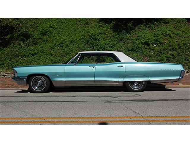 1965 Pontiac Bonneville Four-Door Vista | 1002497