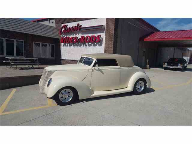 1937 Ford Cabriolet | 1003351