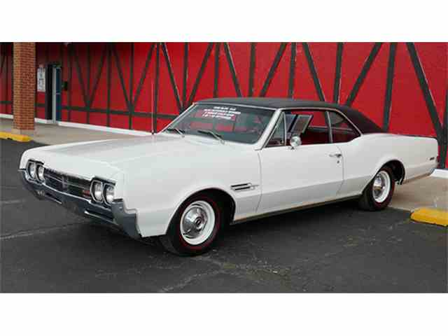 1966 Oldsmobile Cutlass 442 Deluxe Holiday Coupe | 1007495