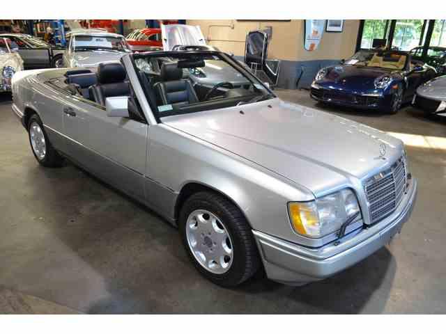 1995 Mercedes-Benz E320 | 1008304