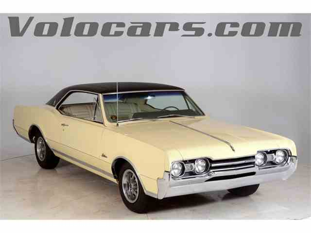 1967 Oldsmobile Cutlass Supreme Holiday Coupe | 1000877