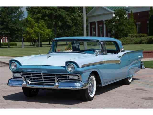 1957 Ford Skyliner | 1009512