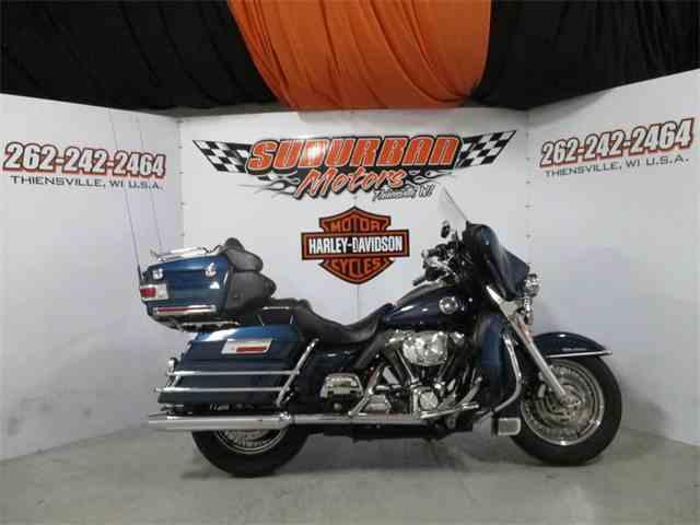 2004 Harley-Davidson® FLHTC-UI | 1014496