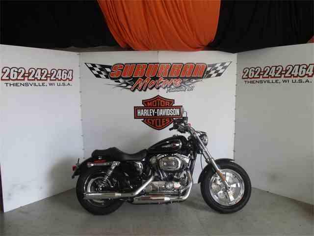 2016 Harley-Davidson® XL1200C - Sportster® 1200 Custom | 1015185
