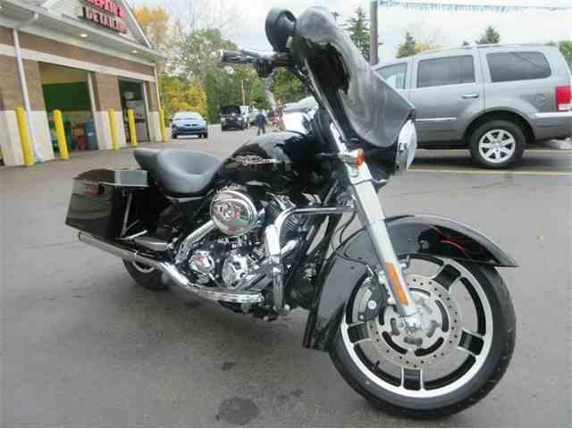 2010 Harley-Davidson Street Glide | 1016394