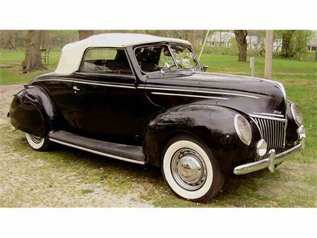 1939 Ford Deluxe Convertible Coupe | 1010660