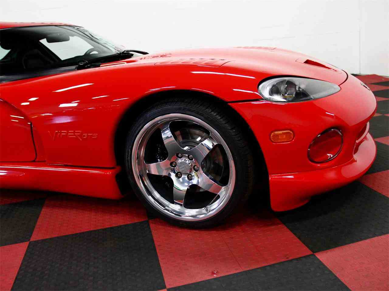 Large Picture of '98 Dodge Viper located in Illinois - $49,000.00 Offered by a Private Seller - LSFT