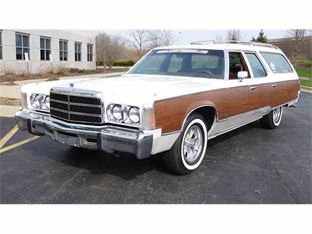 1976 Chrysler Town & Country | 1010683
