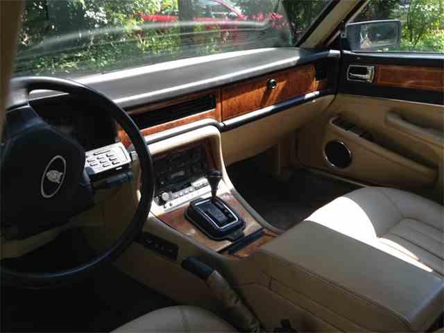 1990 Jaguar XJ6 | 1017190