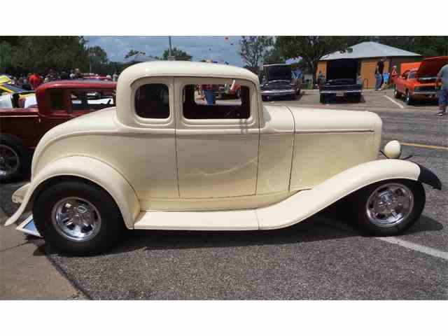 1932 Ford 5-Window Coupe | 1017349