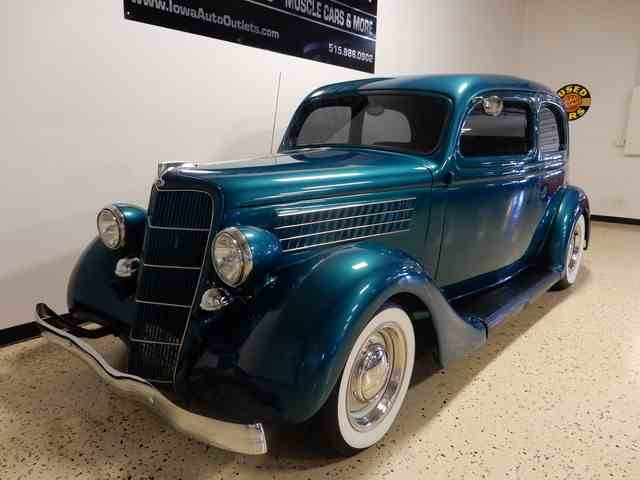 1935 Ford Deluxe | 1010749