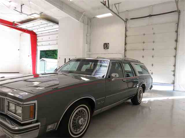 1990 Oldsmobile Custom Cruiser | 1018835