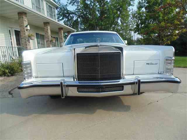 Picture of 1979 Lincoln Town Car Offered by Braaten's Auto Center - LUUV