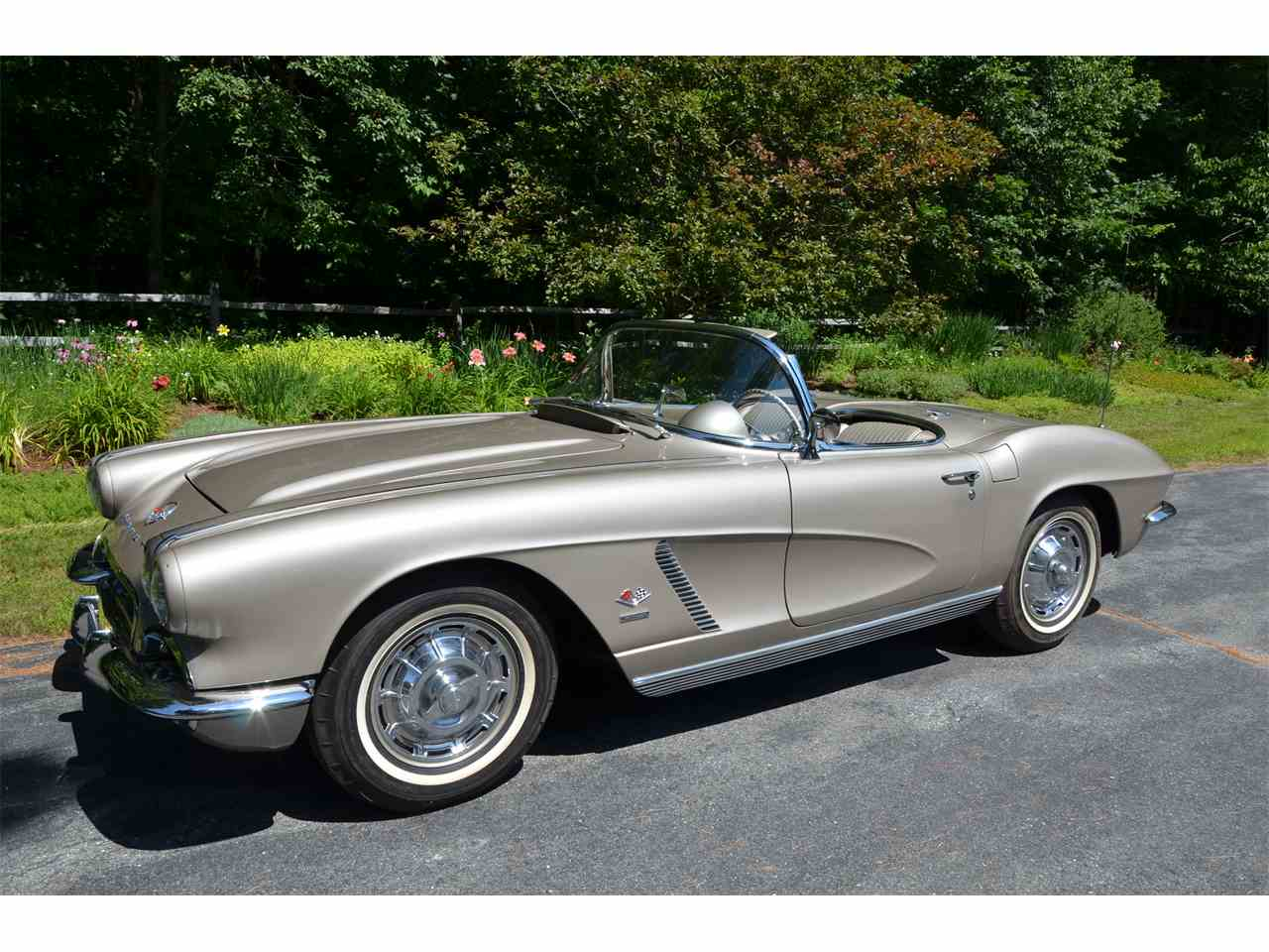 Large Picture of '62 Corvette - LWEM