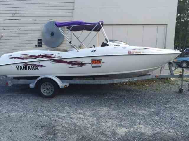 1999 Yamaha Jet Boat   1023170