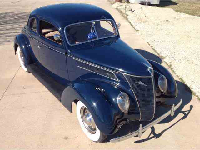 1937 Ford Deluxe | 1024095