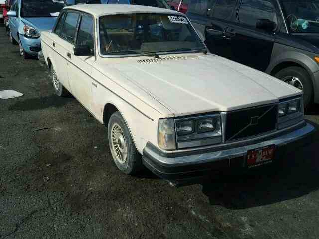 1982 Volvo 240 | 1025366