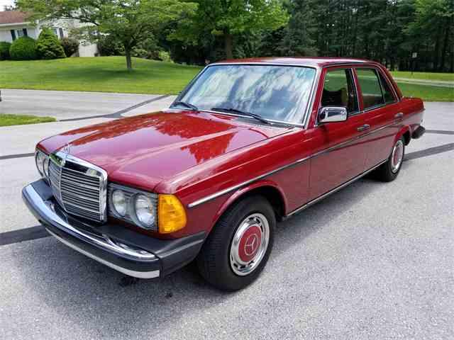 1977 Mercedes-Benz 300D | 1027312