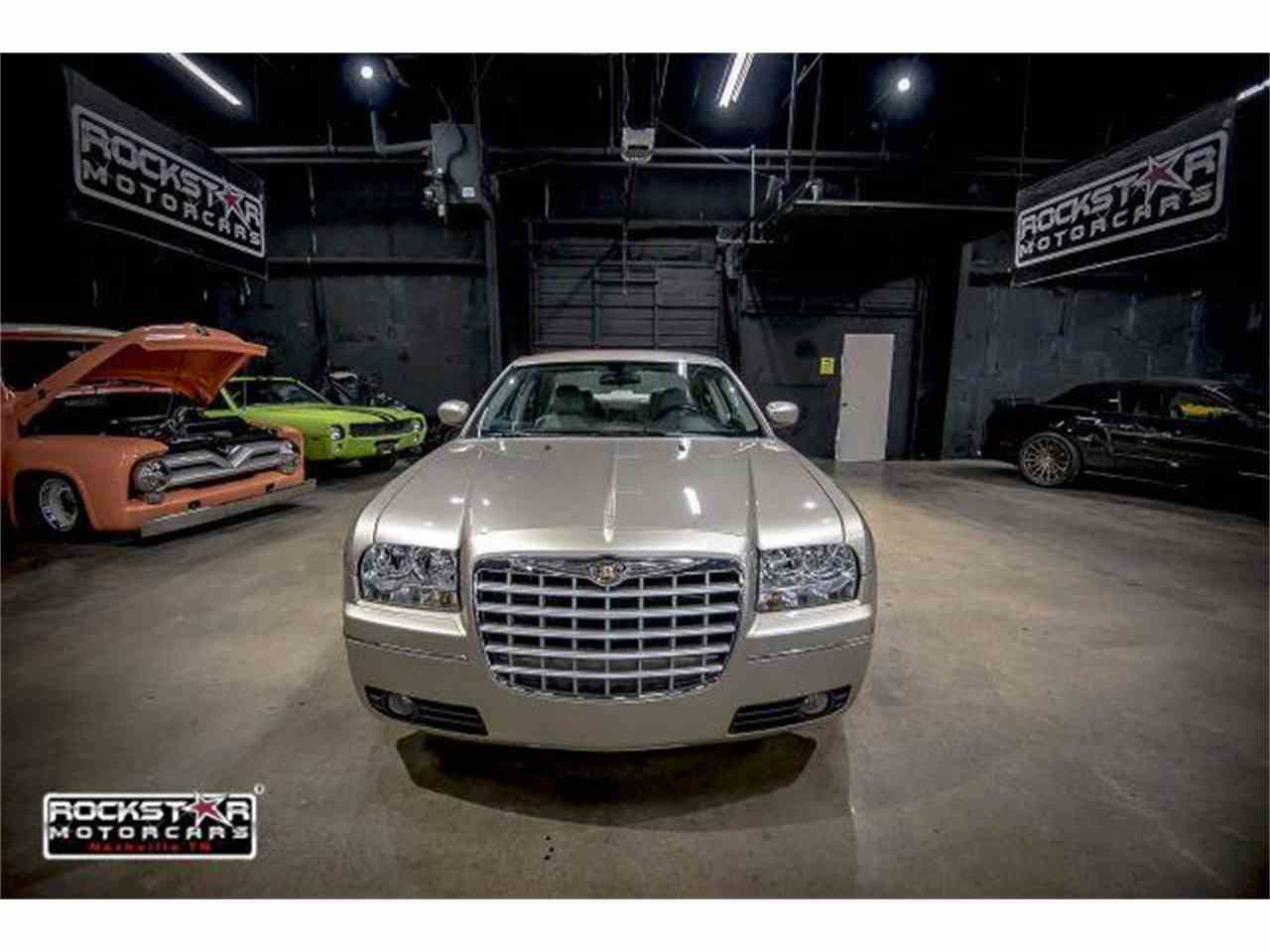 Large Picture of '06 Chrysler 300 - $6,999.00 - M2DZ