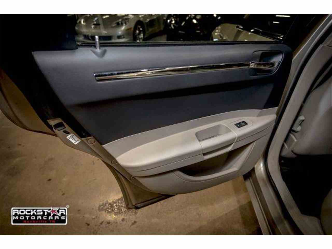 Large Picture of 2006 Chrysler 300 located in Nashville Tennessee - M2DZ