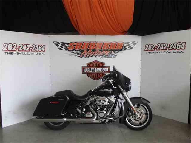 2011 Harley-Davidson® FLHX - Street Glide® | 1031012