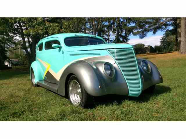 1937 Ford Split Window Sedan | 1031731