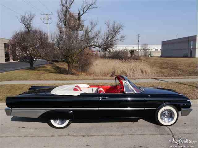 1961 Ford Sunliner | 1032712