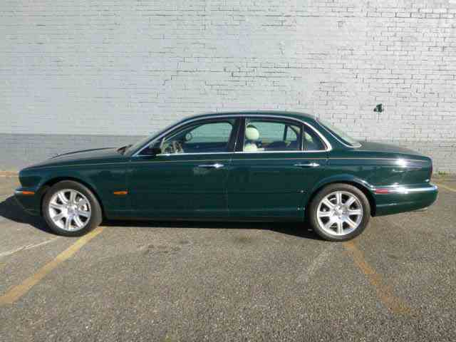 2004 Jaguar XJ8   1033892