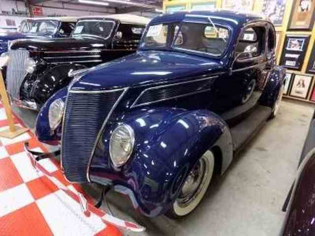 1937 Ford Coupe   1036191