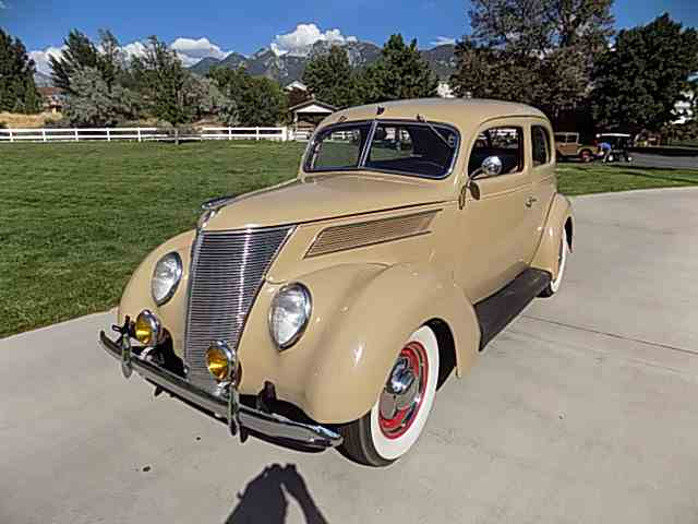 1937 Ford Deluxe | 1036297