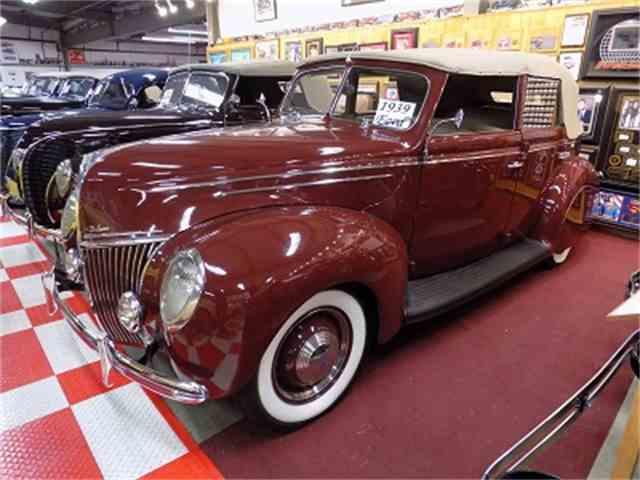 1939 Ford Deluxe | 1036300