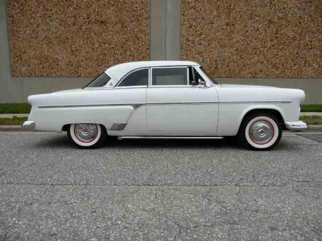 1954 Ford Crestliner | 1037142