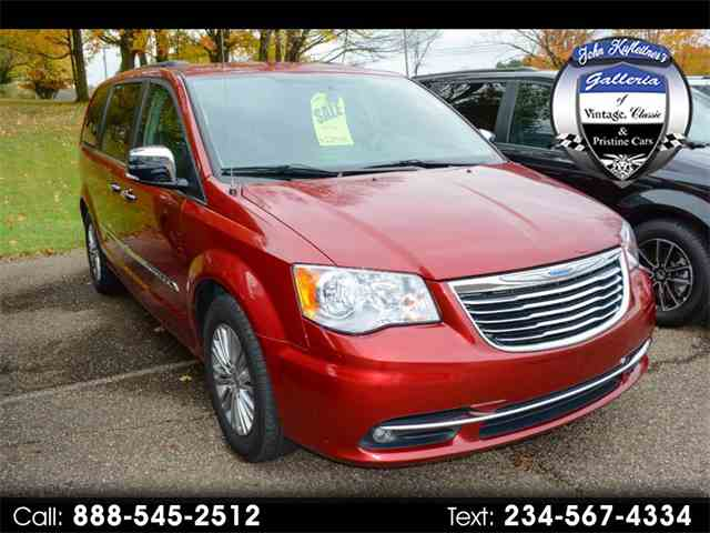2015 Chrysler Town & Country | 1038496