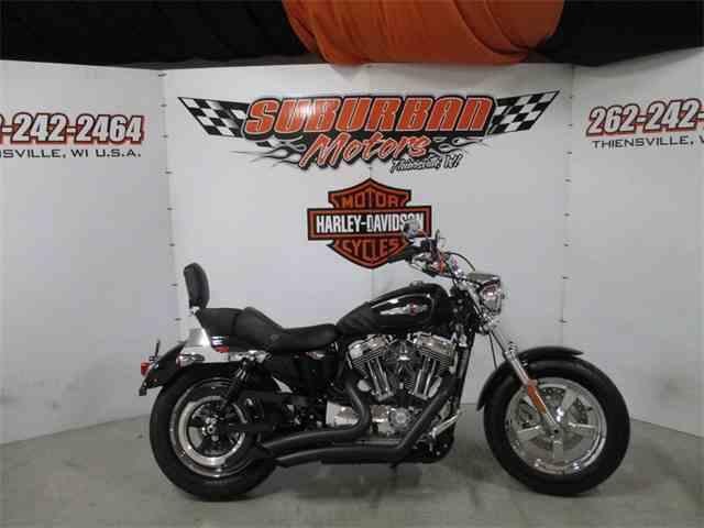 2016 Harley-Davidson® XL1200C - Sportster® 1200 Custom | 1038709