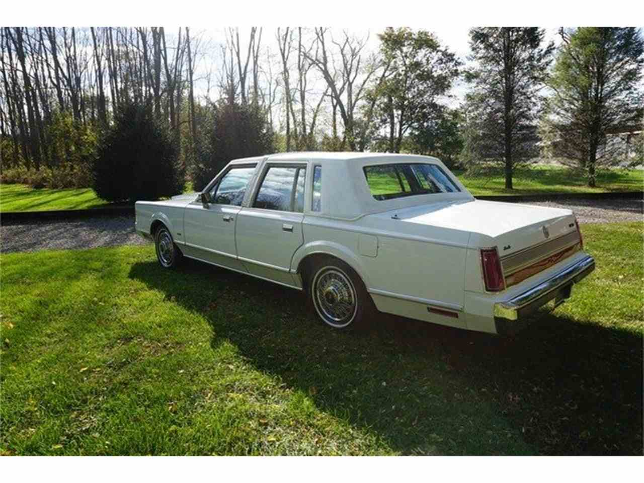 Large Picture of '89 Lincoln Town Car located in New Jersey - MA1A