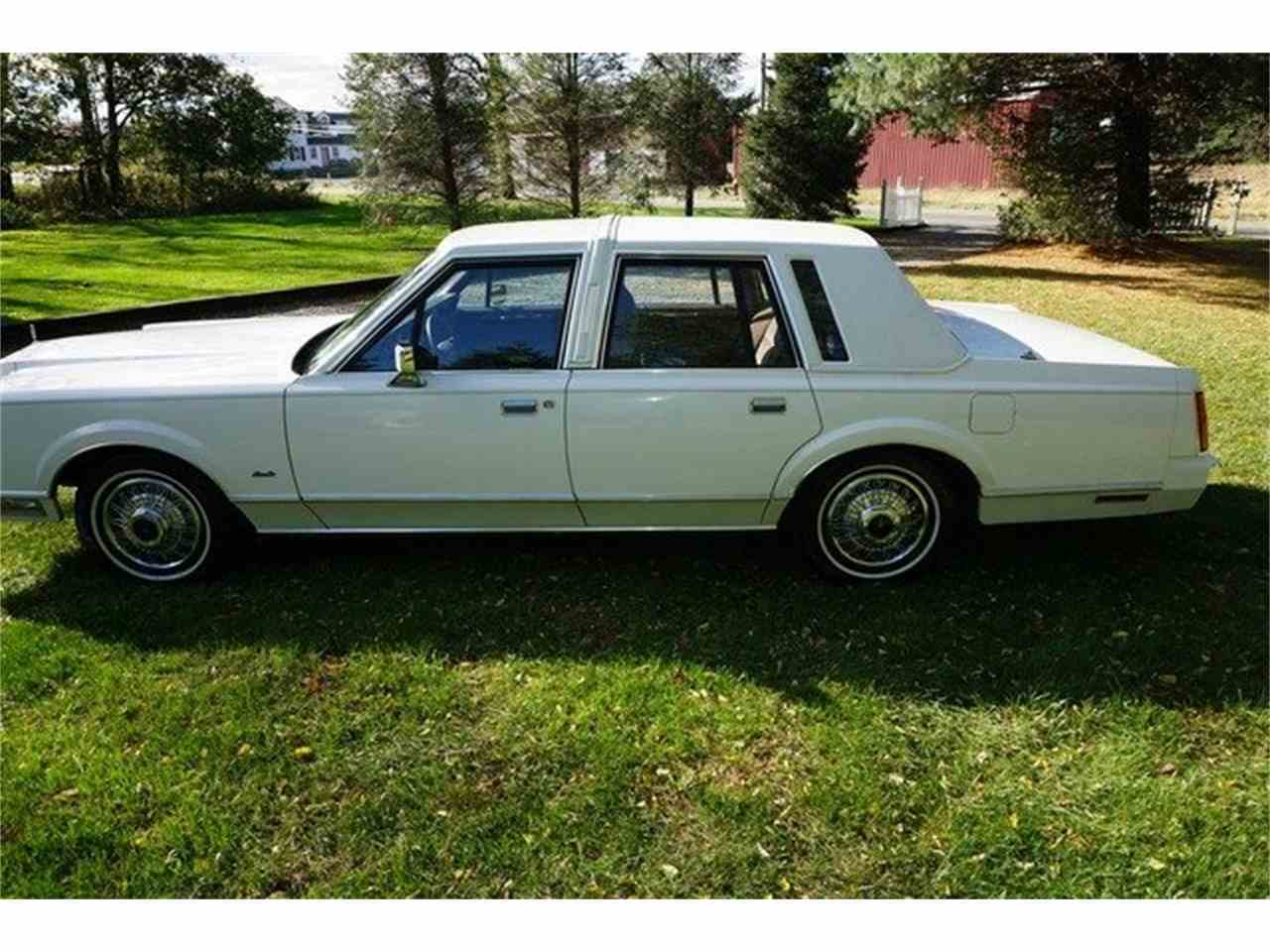 Large Picture of '89 Town Car located in Monroe New Jersey Offered by Lance Motors - MA1A