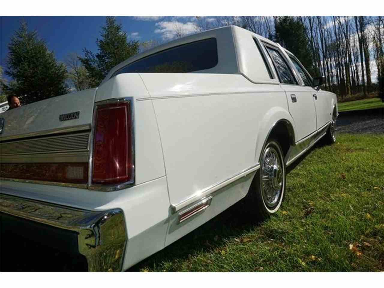 Large Picture of 1989 Lincoln Town Car located in New Jersey - $7,950.00 Offered by Lance Motors - MA1A