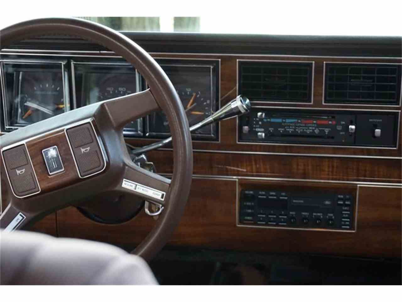 Large Picture of 1989 Town Car located in New Jersey - $7,950.00 Offered by Lance Motors - MA1A