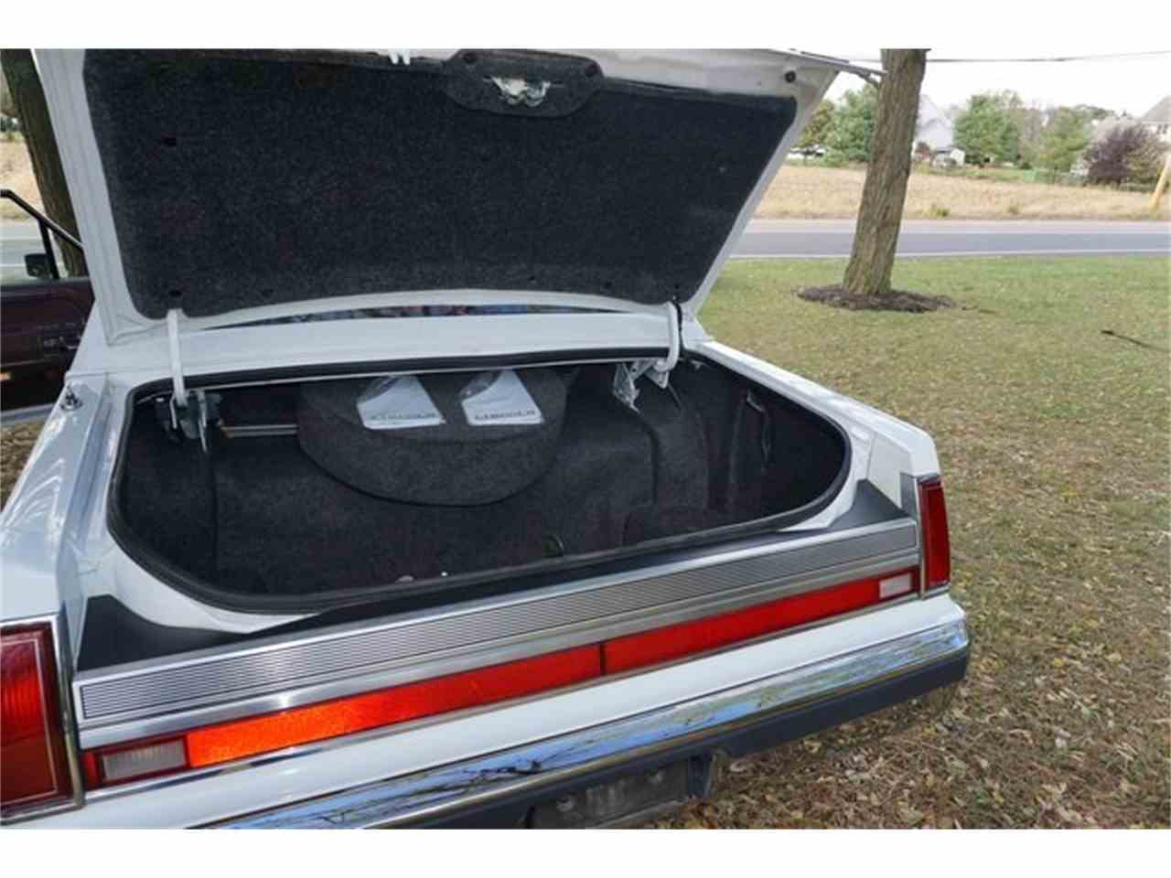 Large Picture of 1989 Town Car located in New Jersey - $7,950.00 - MA1A