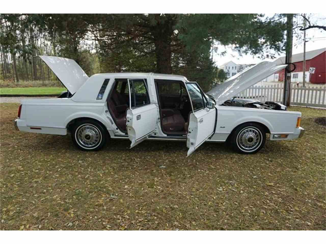 Large Picture of '89 Town Car Offered by Lance Motors - MA1A