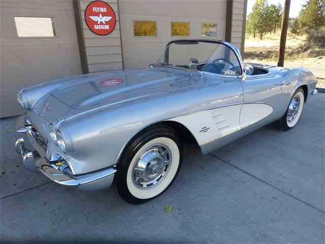 1961 Chevrolet Corvette | 1039442