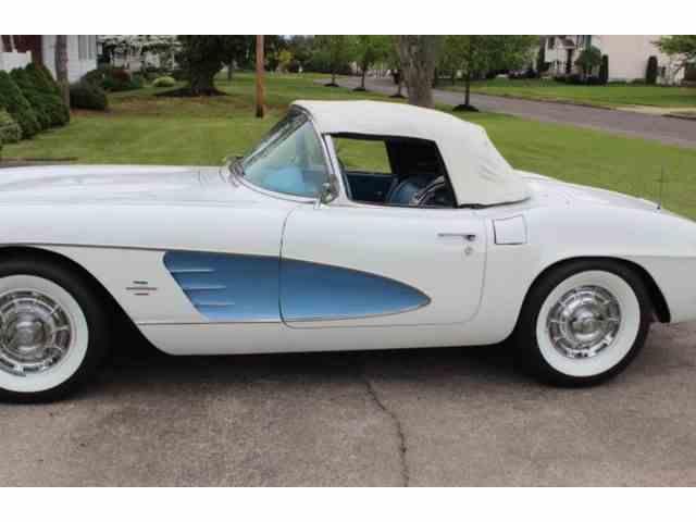 1961 Chevrolet Corvette | 1041060
