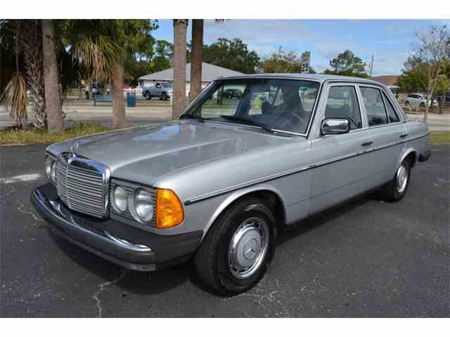 1977 Mercedes-Benz 300D   1041366