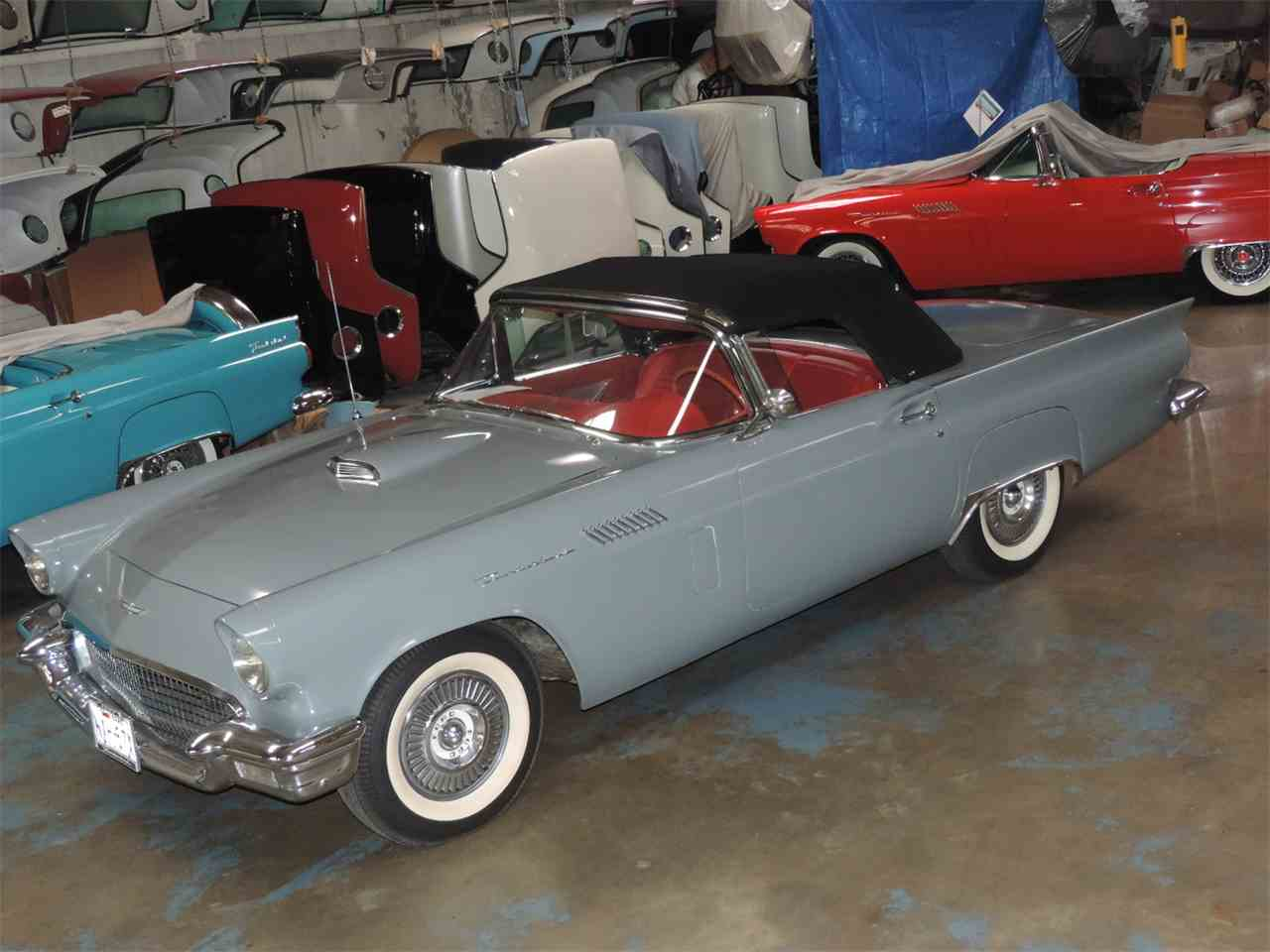 Large Picture of '57 Thunderbird - MD43
