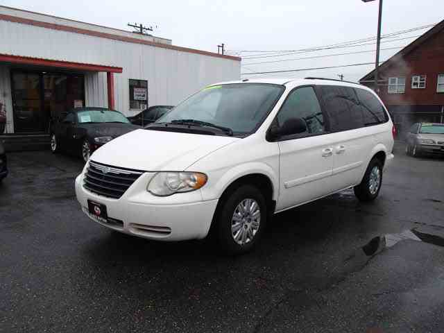 2006 Chrysler Town & Country | 1046850