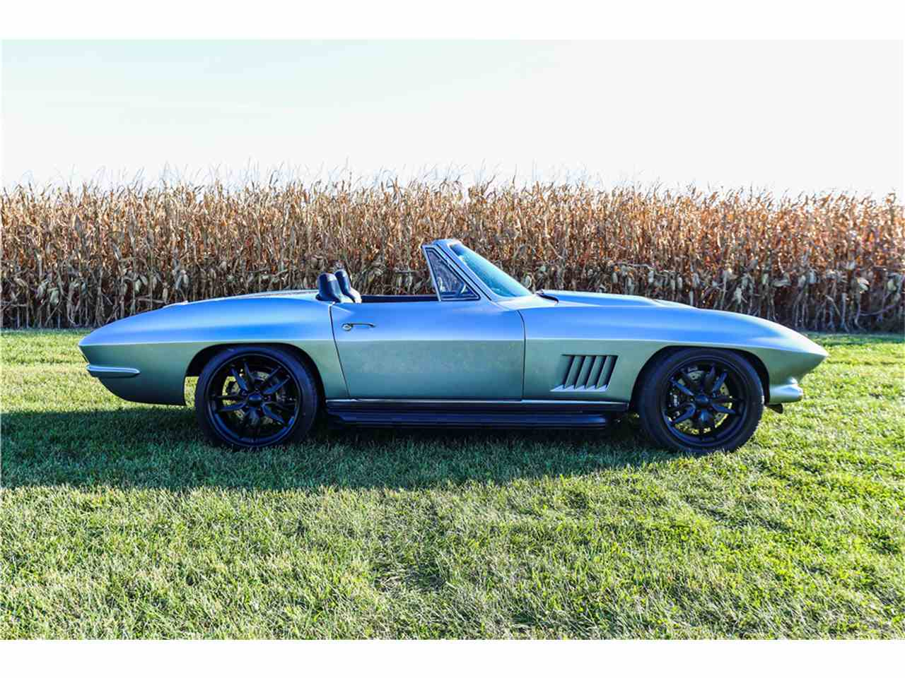 Large Picture of '67 Corvette - MGFK
