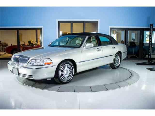 Picture of 2008 Town Car Signature Limited located in Palmetto Florida Offered by Skyway Classics - MHJD