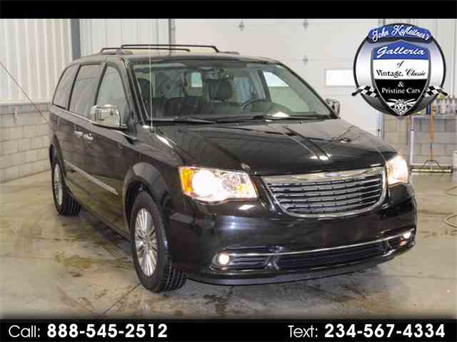 Picture of '15 Town & Country - MJV9